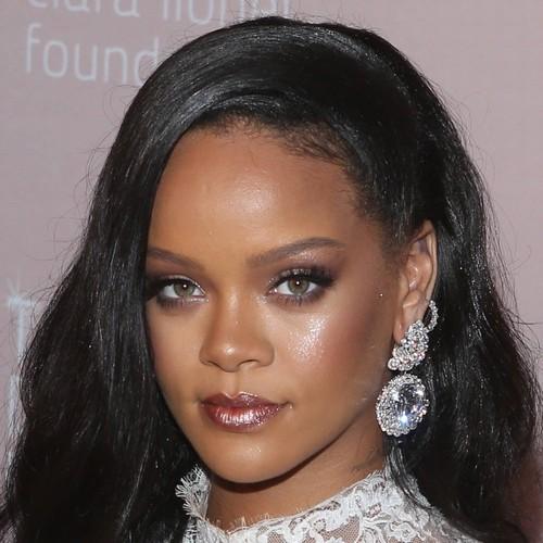 Rihanna Thanks Mary J. Blige For 'opening Doors' For Female Artists