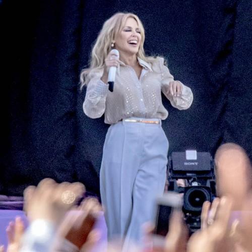 Kylie Minogue Heading To Top Of U.k. Charts After Glastonbury Gig - Music News