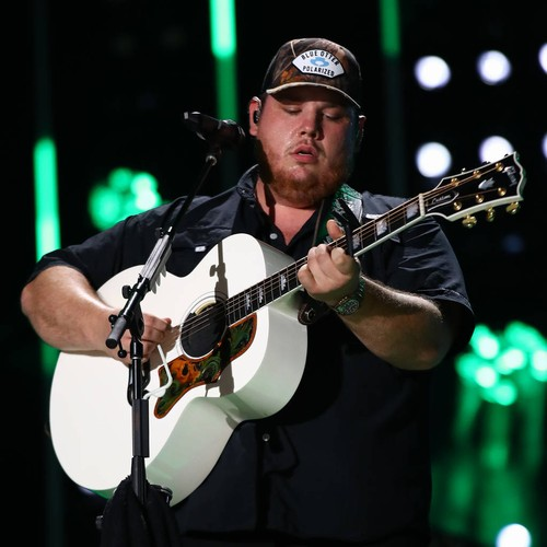 Luke Combs Inducted Into Grand Old Opry - Music News