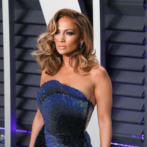 Jennifer Lopez Visits Jerusalem's Wailing Wall To Pray