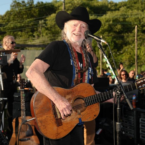 Willie Nelson To Resume Tour After Struggling With 'breathing Problem'