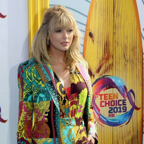 Taylor Swift Insists 'mistakes Are Inevitable' As She Collects First-ever Teen Choice Icon Award - Music News