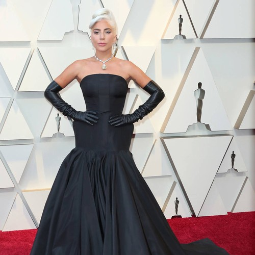 Permalink to Lady Gaga fan defends himself after being dropped off the stage at a Vegas show – Music News