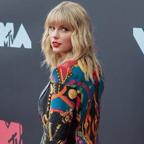 Taylor Swift Praises Jameela Jamil For Leading Body Neutrality Movement
