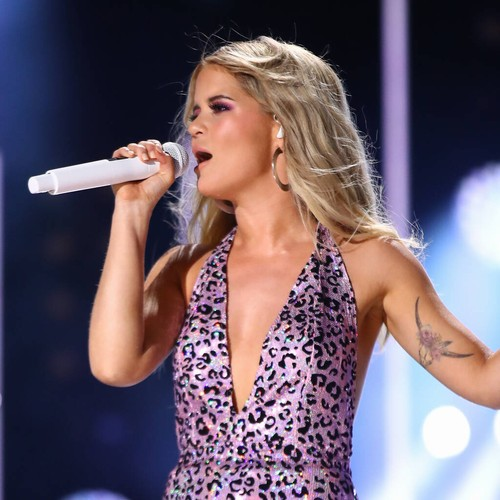 Permalink to Maren Morris tears up as she pays tribute to 'amazing' Busbee during CMA's speech –