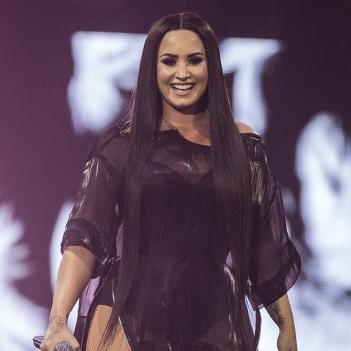 Permalink to Tearful Demi Lovato stops comeback song at Grammys – Music News