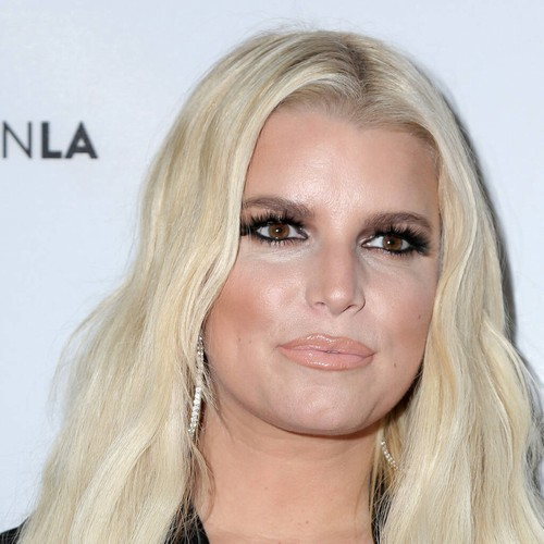 Permalink to Jessica Simpson carried a cup filled to the brim with alcohol at the height of dependence – music news
