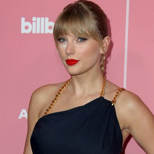 Permalink to Taylor Swift sends 'massive hug' to Nikki Glaser after body shaming apology – Music News
