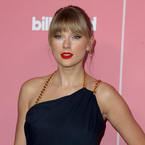 Taylor Swift leads celebrity protests following violent night in Minnesota