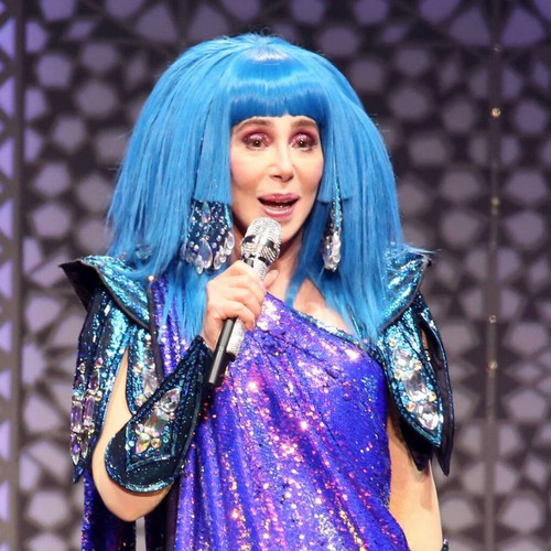 Cher snubbed over post office job - Music News 1
