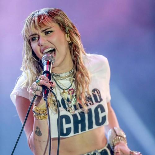Miley Cyrus: 'Vocal cord surgery got me sober' - Music News 1