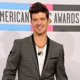 Robin-Thicke-in-car-crash