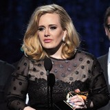 Adele-and-Lily-Allen-bond-over-pregnancies