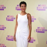 Rihanna-to-earn-andpound;5m-for-London-appearance