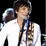 Ronnie-Wood-sells-off-Rolling-Stones-memorabilia-at-auction