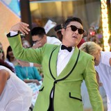 Psy-playing-NYC-Halloween-bash
