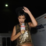Rihanna-sets-tough-song-deadline