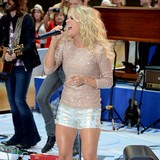 Carrie-Underwood-makes-fun-of-Taylor-Swift-at-CMAs