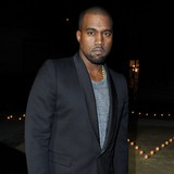 Kanye-West-flies-4,000-miles-for-Kim