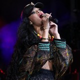 Rihanna-racking-up-fines-on-777-tour