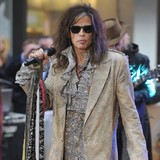 Steven-Tyler-surrounded-by-models-at-club