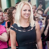 Britney-Spears-terrified-of-manicures