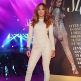 Jennifer-Lopez-handles-life-confidently