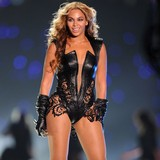 Beyonce-celebrates-Super-show-with-Jay-Z