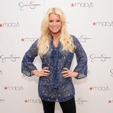 Jessica-Simpson-sharing-baby-joy-with-pal
