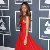 Rihanna-thanks-fans-for-support