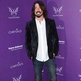 Dave-Grohl:-McCartney-likes-to-jam
