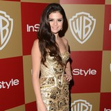 Selena-Gomez-flattered-by-protective-Bieber