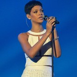 Rihanna-helping-Caras-career