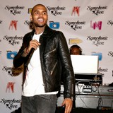 Chris-Brown-waitress-denies-romance