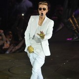Justin-Bieber-told-to-ditch-wild-crowd