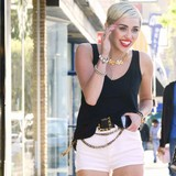 Miley-Cyrus-shopping-through-heartache
