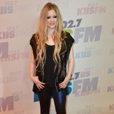 Avril-Lavigne:-Manson-inspired-shaved-head
