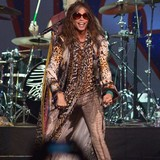 Steven-Tyler-loves-Twitter-freaks