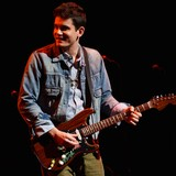 John-Mayer-surprises-fan-with-guitar