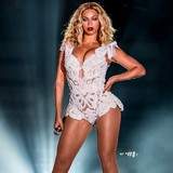 Beyonce-shocks-with-album