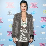 Valderrama-buys-ring-for-Demi