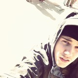 Bieber-hits-the-slopes