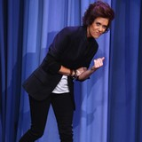Kristen-Wiig-impersonates-Harry-Styles