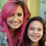 Lovato-visits-childrens-hospital