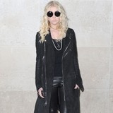 Taylor-Momsen-unimpressed-by-internet