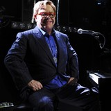 Elton-John-splashes-on-shoes