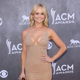 Miranda-Lambert:-I-need-my-phone