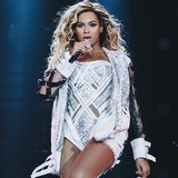 Beyonce,-Oprah-pay-tribute-to-Angelou