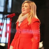 Kelly-Clarkson-welcomes-baby-girl