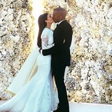 Kimye-stunned-with-wedding-smooch